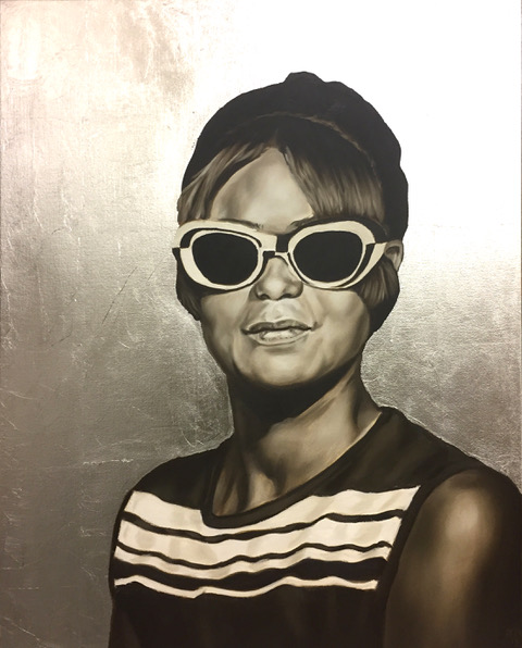 Morin Woman with Sunglasses